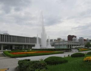 広島平和記念公園と資料館。
