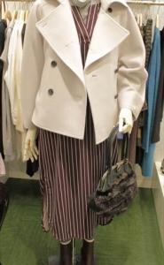 寒いので、こんなコートを羽織ってみました
