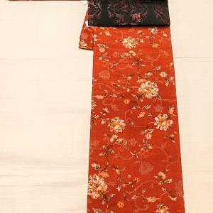 煉瓦色の唐草花柄の紬~獅子狩り文様の漆糸の名古屋帯~