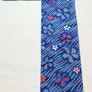 有松鳴海絞りの浴衣~青色のグラデーションにピンクの小花~