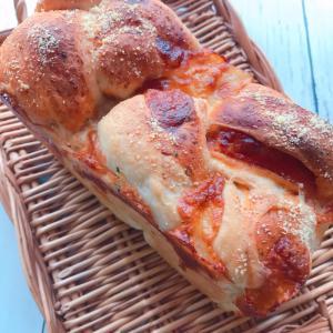 モッツァレラとチーズのパンドミ