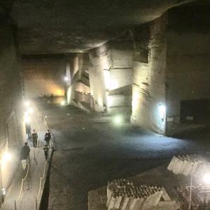 おしゃれな巨大地下空間