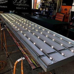 LED内照式看板。