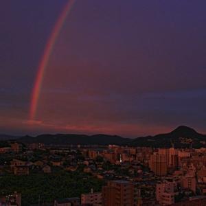 虹~明け方の佐世保港