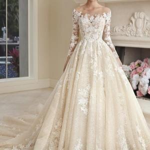 デミトリアスのドレス