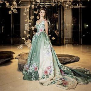 海外のリアルカラードレス