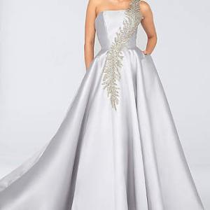 ドレスバイヤーが個人的に好きなカラードレス