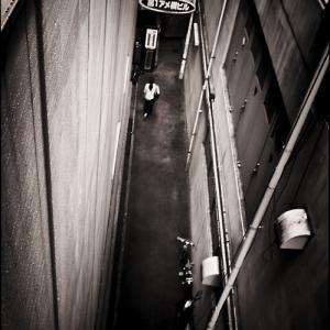 PRISONER 涙目 都会の片隅
