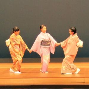 吉駒主宰の美登利会が、舞踊会に代わる「研修会」を行いました。子どもたちや若い人の舞姿をご覧ください…