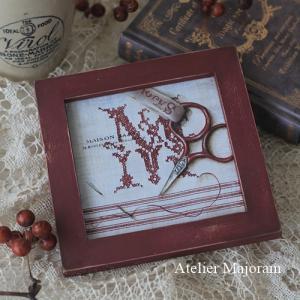 赤糸刺繍 Merci