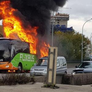 バスは燃やすものじゃない!!