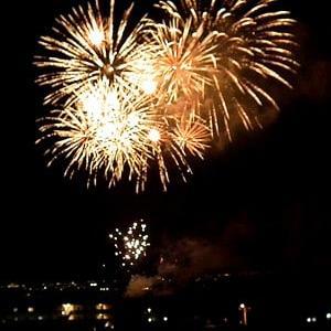里の祭りの打ち上げ花火