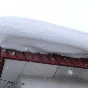 屋根の雪庇(せっぴ)が気がかりでした。