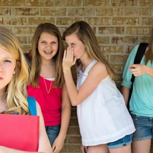【不登校】クラスメイトの嫌がらせ、仲間ハズレの場合、どうすればいいの?