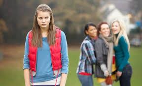 【不登校】友達がいなく、仲間外れになった中学生の女の子