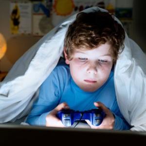 【不登校】ゲーム依存で部屋に籠っている子