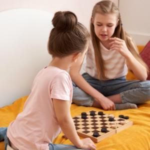 【不登校】部屋でゲームをして昼過ぎに起きる中3の娘