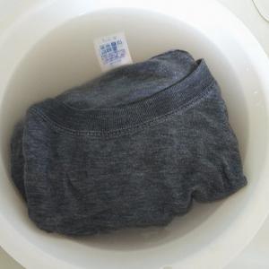 Tシャツに浸み込むおじさんの汗を落とす