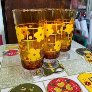 【新スマイル札幌店、明日からもレトロなグラスを用意してお待ちしています!】