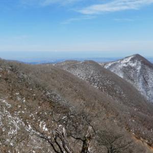 広い山頂で楽しみ下山開始 藤原岳 (1,171M)