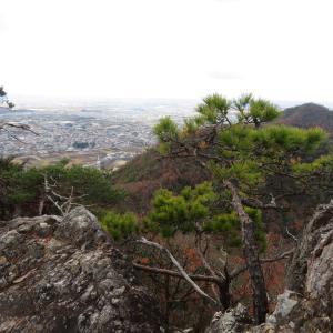目まぐるしく変わる天気 八木山 (296M)     登頂・下山 編