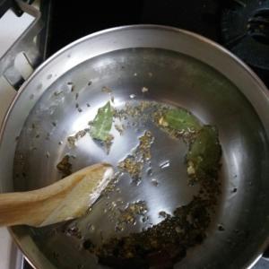 スパイスから作るチキンカリーとガラムマサラ