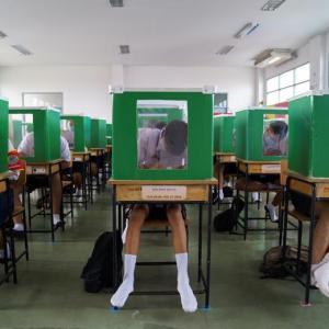 #新型コロナ #対策 : #学校 の #風景 - #個室 #バリケード ?!