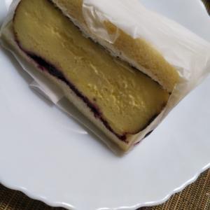 エンカフェ バスクチーズケーキサンドwithミックスベリージャム