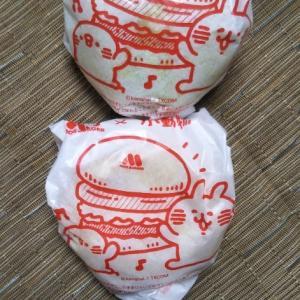 モスバーガー フォカッチャサンド馬蹄型ソーセージ&グランピングソースとグリーンバーガー〈テリヤキ〉