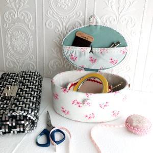 私のお道具箱を公開♡ラメルヘンテープバッグを作るときのカルトナージュで作ったお道具箱です。