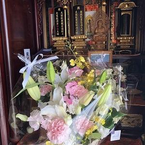 夫に、訪問者と花かご