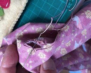 雨の日は縫い物