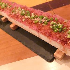 長すぎるローストユッケ寿司は圧巻♡JUST MEAT 新宿本店