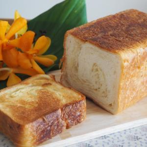 くりーむパンでおなじみの八天堂から♡とろける食パン