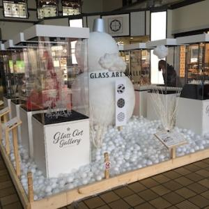 JR小樽駅構内でガラスアートギャラリーが開催中〜駅で雪だるまがお出迎え!!【小樽ゆき物語2019〜2020】