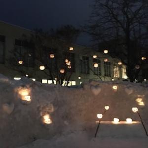 【小樽雪あかりの路22】メーン会場の手宮線会場の様子〜様々なオブジェに灯されたロウソクの灯りが静かな夜に揺れる人気の会場