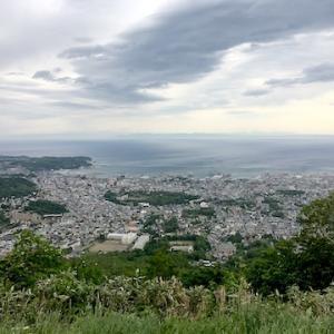 久しぶりに天狗山山頂へ。天気は曇りながらやはりいい眺め!!〜6月5日からロープウエイ再開。営業は当面金・土・日曜のみ