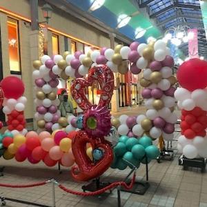 小樽都通り商店街で恒例の「秋のみやこ市」が今年も開催。バルーンアートも飾られてます(9月30日まで)