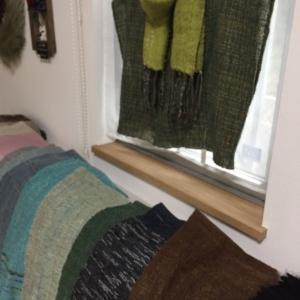 秋のマルシェ(3)手織りのマフラー