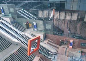 駅ビル 大階段
