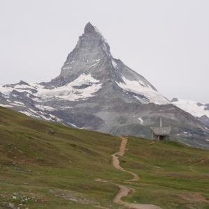 ゴルナーグラート展望台と逆さマッターホルン・ハイキング