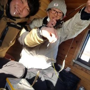 風来坊の桧原湖ワカサギ釣り!ワカサギさぁんとの仲良し記念撮影です♪