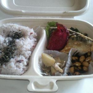 鯖の竜田揚げと十穀ご飯のお弁当
