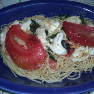 トマトとモッツァレラチーズの冷製パスタ