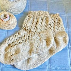 透かし編みの靴下が編み上がりました。