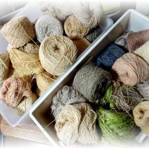◆ 在庫の糸を眺めながら作戦を練る……◆
