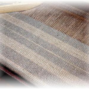 ◆ 後半を織り始めました……◆
