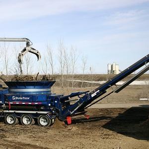 伐採工事-重機紹介「自走式大型木材破砕機」株式会社ハナツカコンストラクション