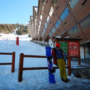 エス氏がスノーボードで滑る際に着ているものについて