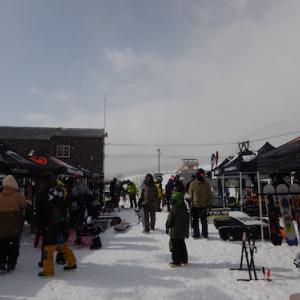 栂池高原スキー場【2021 NEWMODEL POWDER & FREERIDE スノーボード試乗会】の様子